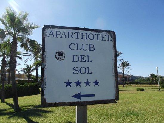 Aparthotel Club del Sol: 4* hotel sign?...don't think so!