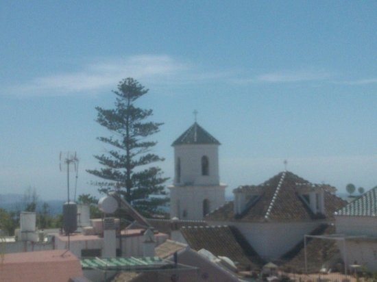 Hotel Plaza Cavana: View of Church of El Salvador from rooftop pool area