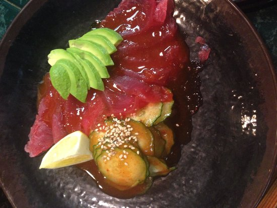 Inakaya Japanese Restaurant: Spicy tuna with cucumbers and avocado! So good!!