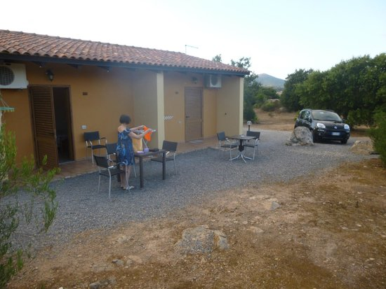 Agriturismo Rocce Bianche : bungalow ed area adiacente