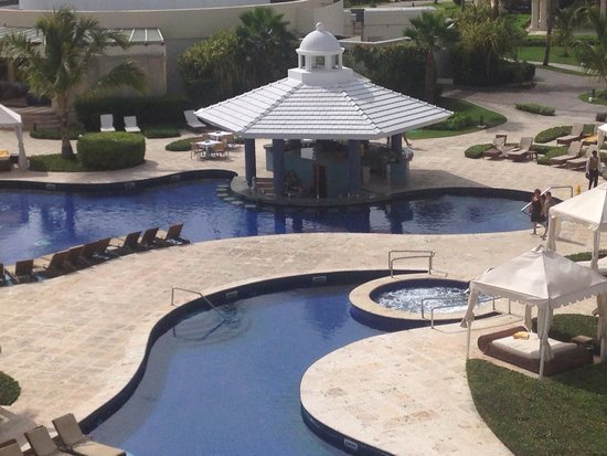 Iberostar Grand Hotel Bavaro: Pool bar