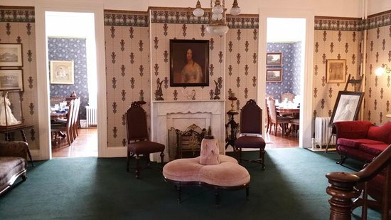 Wilbraham Mansion: Gorgeous Living room