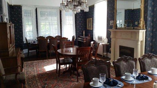 Wilbraham Mansion : Dining room
