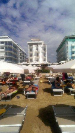 Hotel Victoria Frontemre : dalla spiaggia....