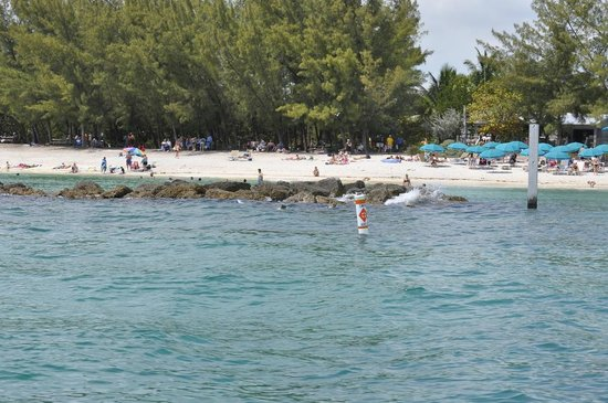 Fort Zachary Taylor Historic State Park : A view of the beach from the water  ...