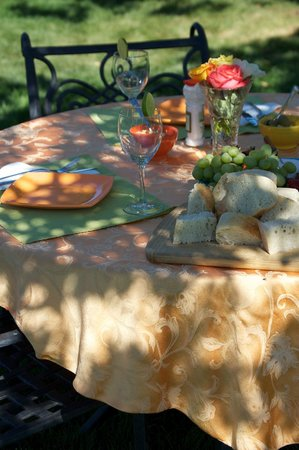 Santa Barbara Wine Country Cycling Tours - Day Tours: Gourmet Picnic Lunch Served Tableside at a Vineyard