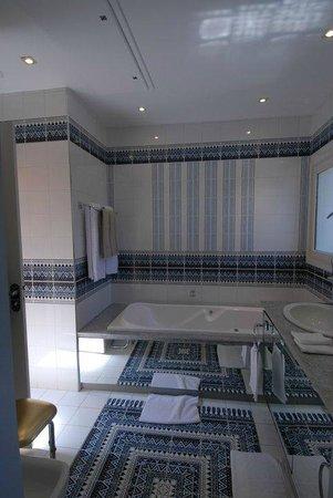 Hostellerie les Frênes : salle de bain