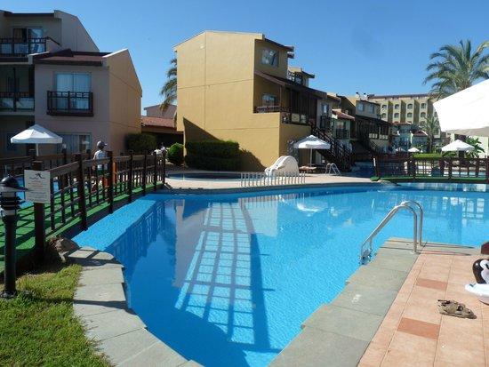 Silence Beach Resort : lake house famlily