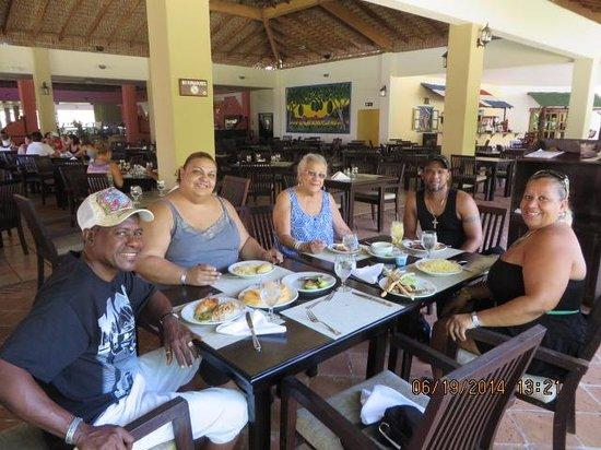 Tropical Princess Beach Resort & Spa : At the Buffett