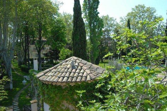 Hostellerie les Frênes : vue de la chambre balcon avec jacuzzi