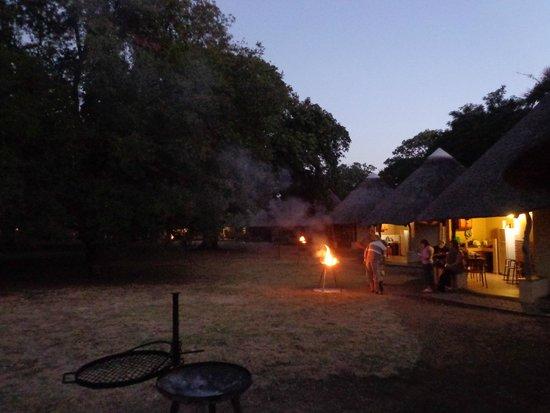 Letaba Rest Camp: iederen aan de braai