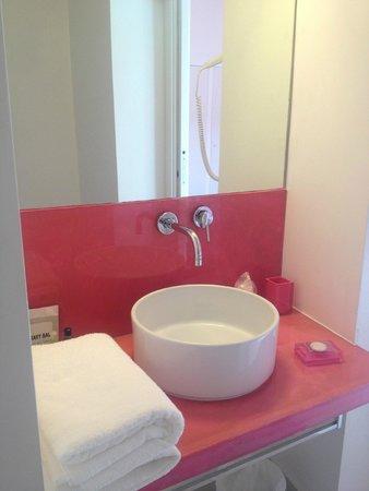 Inn Urbe Vaticano: Bathroom sink