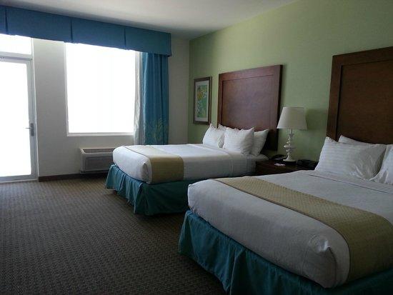 Holiday Inn Resort Pensacola Beach: Queen beds are sooo comfortable!