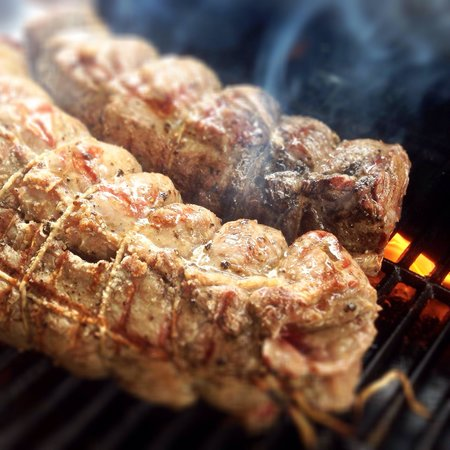 El Baron: Grilling our roast-beef #elbaroncafe