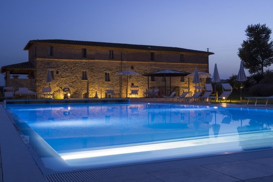 Anna Boccali Resort: Pool at night