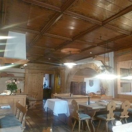 Hotel Bernerhof Gstaad : Cozy dining room