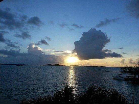 Augusta Bay Bahamas : Sunrise from our room's balcony