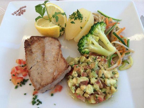 restaurante Il Giardino: Tunbøf med garniture. Stegt mere end bestilt men stadig saftig og lækker