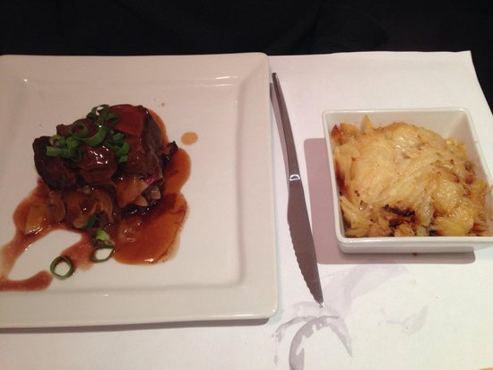 Au Petit Tonnelier: Beef with onions and potatoes gratin