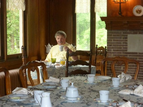 Black Swan Inn Bed and Breakfast: Victorian dining room