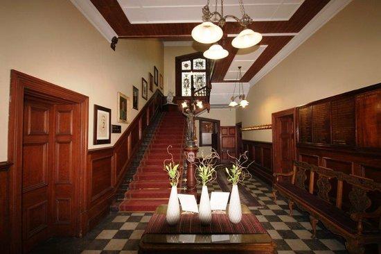 Kimberley Club: Grand foyer - 19th C style