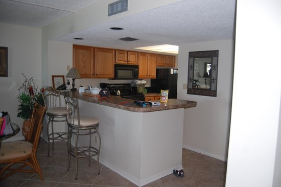 Edgewater Beach Condominium : Kitchen area
