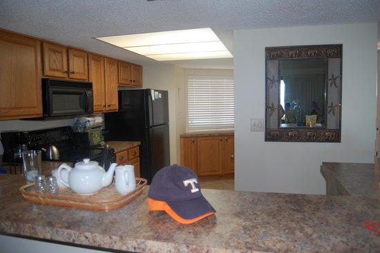 Edgewater Beach Condominium : Kitchen