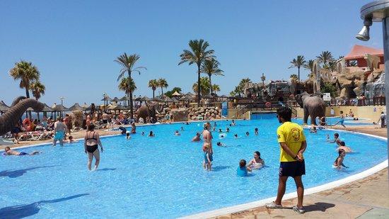 Holiday Palace: Beach Club