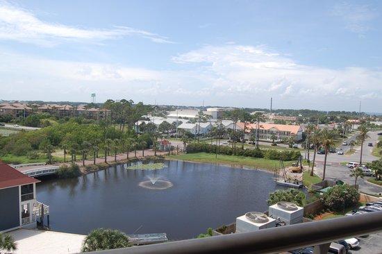 Edgewater Beach Condominium : The pond behind Edgewater Resort
