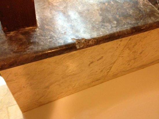 Melia Bali Indonesia: broken porcelain on the lower bathroom