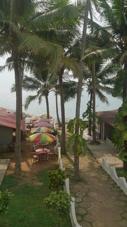 Clafouti Beach Resort : Вид из номера со второго этажа на кафешку