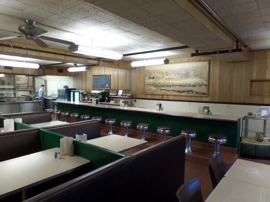 Bassett Lodge: Mosey in to the Range Cafe for breakfast or lunch