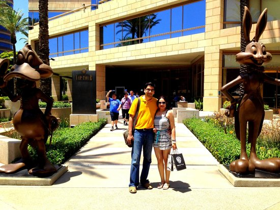 Warner Bros. Studio Tour Hollywood : Us with Bugs Bunny & Daffy Duck!