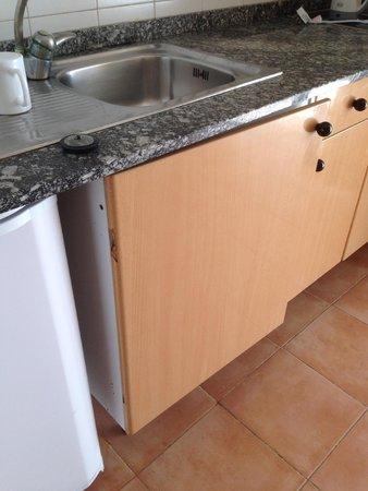 Dunas Caleta: broken kitchen door