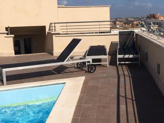 Hotel Tiber Fiumicino: Лежаки