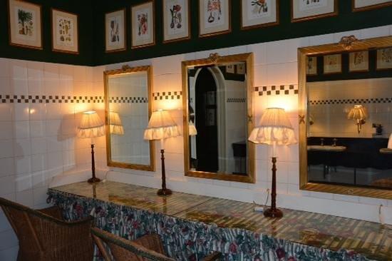 The Victoria Falls Hotel: Ladies' rest room