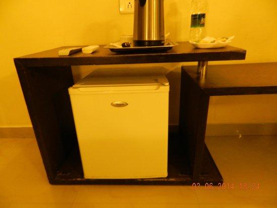 Hotel Hong Kong Inn: Mini Refrigerator