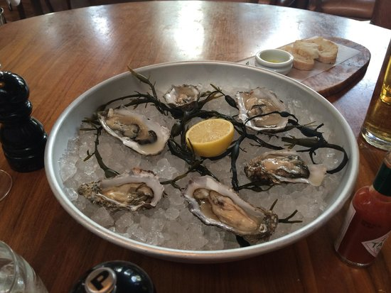 The Restaurant Bar & Grill: Fresh oysters