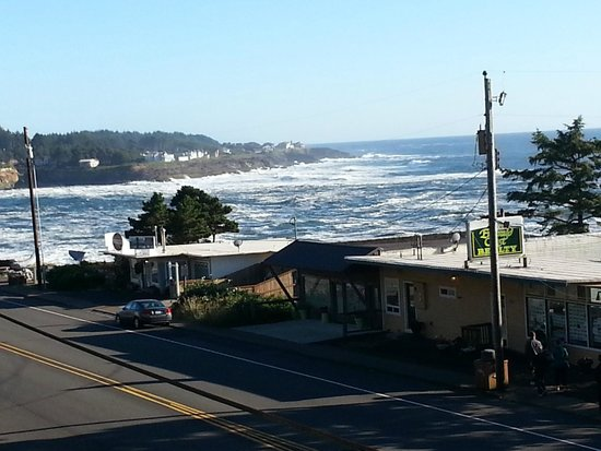 Travelodge Depoe Bay: Balcony view towards Depoe Bay