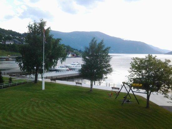 Rosendal Fjordhotel: Utsikt fra rommet.