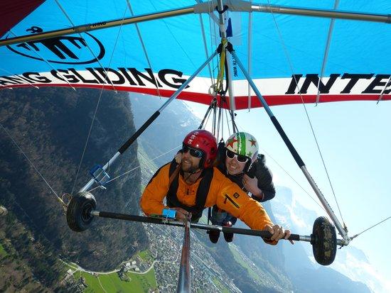 Hang Gliding Interlaken : Brad flying