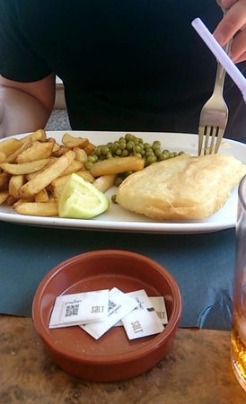 the bell tavern: Fish, chips and peas