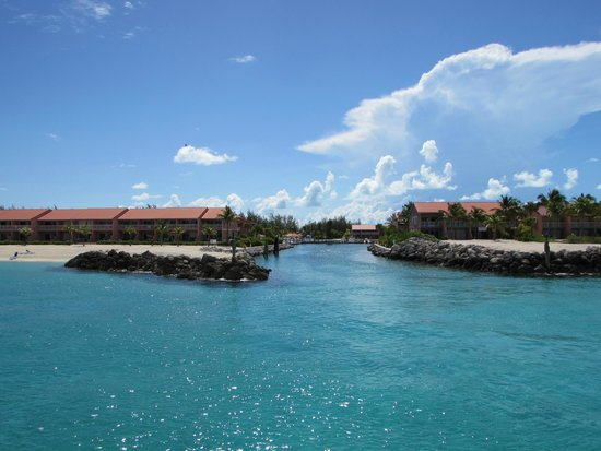 Bimini Sands Resort and Marina : Looking from the Ocean into the marina