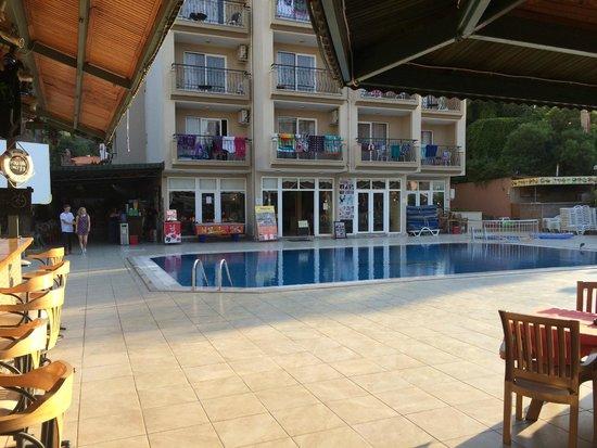 Club Dorado Hotel: hotel and pool