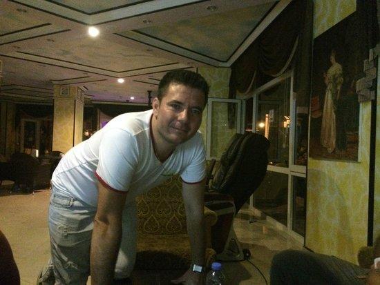 Club Dorado Hotel: Simon