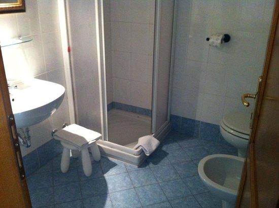 La Notte Blu: Bathroom