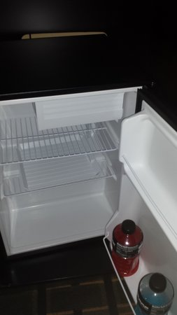 Heartland Inn - Coralville: minifridge in room 234