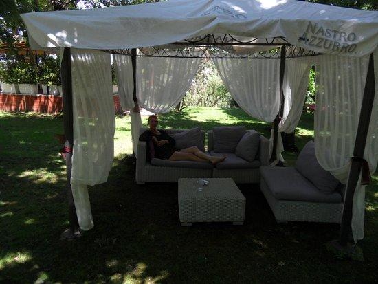 Grand Hotel Nastro Azzurro & Occhio Marino Resort: One of the sitting areas in the gardens.