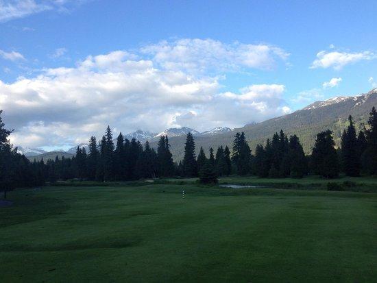 Whistler Golf Club: 夕方7時過ぎても明るいよ。