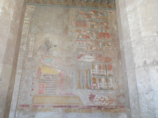 Totentempel der Hatschepsut im Deir-el-Bahari-Tal: hieroglyphs in Hatshepsuts temple